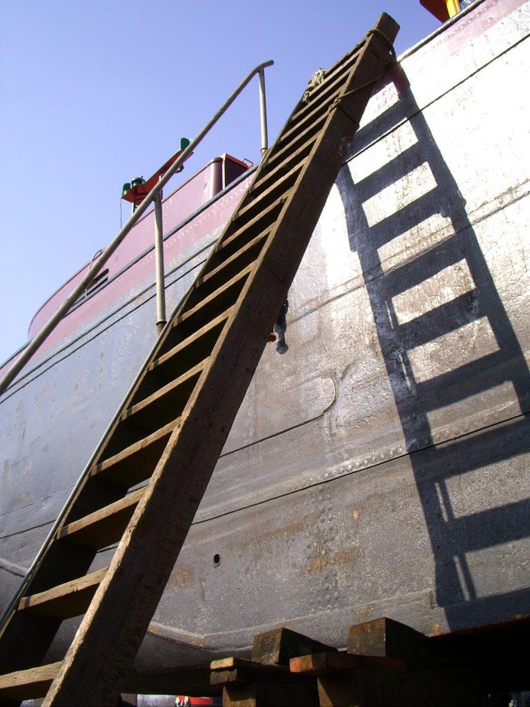 Aan boord met een ladder