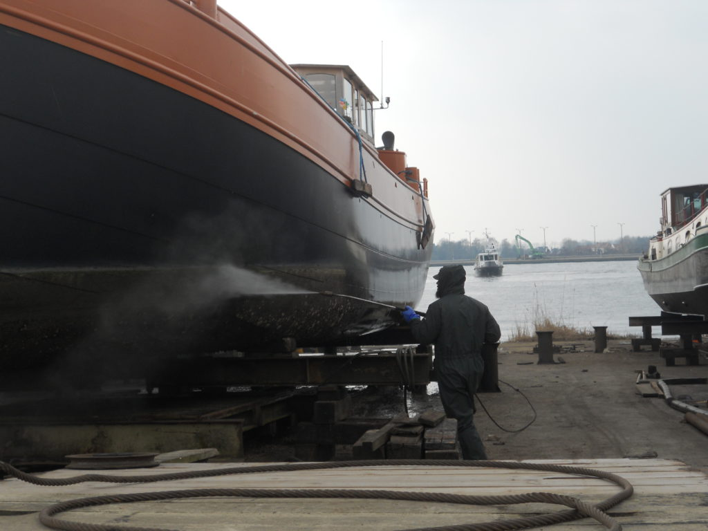 Hogedruk reiniging romp schip